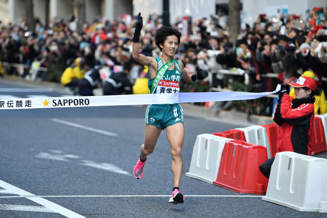 湯原慶吾/Keigo Yuhara (青山学院大), JANUARY 3, 2020 - Athletics : The 96th Hakone Ekiden, Tokyo-Hakone Round-Trip College Ekiden Race, 10th section Goal in Tokyo, Japan. (Photo by MATSUO.K/AFLO SPORT)